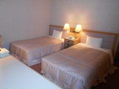 19時ごろホテルタングラムに到着しました。 私たちの部屋には寝心地が良さそうなベッドが ありました。