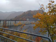 奥只見湖遊覧の後はバスで奥只見ダムの所まで やって来ました。 こんなに近くでダムを見るのは初めてです。