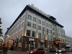 この界隈のホテルに泊まると、お店も多く便利そうです。