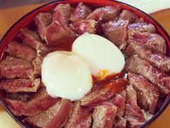 熊本県・やま康  メガあか牛丼!再訪です。しかし!今回は「メガ」サイズww最近あか牛が減っているらしくオーダー時間も限定されていました。貴重なあか牛美味しく頂きました。熊本空港から45分程。