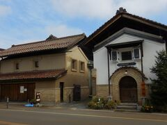 新金忠  江戸天保年間に、金沢より移住した人が豆腐屋を開業し、「金沢屋忠蔵」名乗ったのが始まり。後に味噌醤油の醸造会社「井上合名会社」となり、地元では金忠の名で長く親しまれていました。  しかし井上合名会社は廃業。地元有志が出資する会社が、井上合名会社の土地や蔵の一部を購入し、新たな観光の目玉にしていく動きが始まっているそうです。