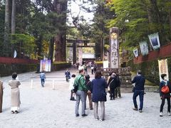 輪王寺を後にして東照宮へ向かう。さすがに人が多い。