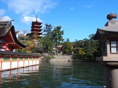 厳島神社の中から五重の塔を