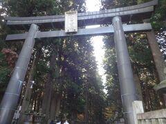 そして、最初の目的地であるこの神社に到着します。  大きな神社だけあって駐車場も第一から第二ーーーと少なくとも5,6か所あります。