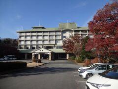 少々早めですが、今日のお宿に到着します。  富士ビューホテルですが、正式名称は「河口湖温泉 富士ビューホテル 富士屋ホテル河口湖アネックス」」という絶対に記憶できないホテルです(笑)