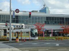 土曜日の朝8時半の富山駅、人が少ない