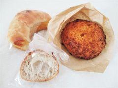 こちらも♪ ココラアベニューにあります。  豊市  アークリッシュのカレーパン \194 塩パン \130  ずっしりで美味しかった☆  感想はクチコミ参照↓