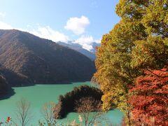 最初のダム湖の竜神湖。 ダムの名前は大町ダムで、湖とダムとで名前が違ってわかりにくい。