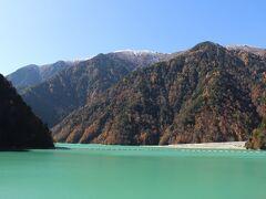 ダムの上に到着、見えたのは高瀬湖。
