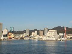 神戸三宮には夜行バスで到着、そこからフェリー連絡バスでフェリー乗り場へ。 そこからフェリーで小豆島・坂手港へ向かいます。 まずは8時に神戸を出発。