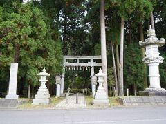 旅館に行く途中に信長の祖先の地との看板があり立ち寄りました。  劒神社(県指定文化財)入口