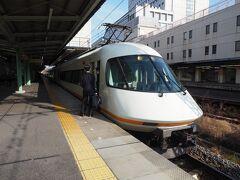 反対側にやってきたのは、大阪なんば行きの「アーバンライナー」。まだ当時は甲特急運用に入っていたんですねえ。今や甲特急は「ひのとり」のみになっちゃいましたが、名阪乙特急や名伊・阪伊・京伊特急などでまだまだ活躍してくれることでしょう。