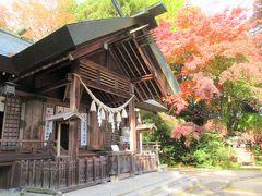 お城の東口「厩口門跡」から入ると「神明社」があります。 参道も紅葉が綺麗でした。