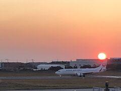 JR松山駅に16:16着。松山空港へ移動。きれいな夕陽に間に合いました。