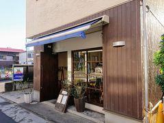 路面電車ゾーンに入ってすぐの所に、今回のランチのお店「クラリタ ダ マリッティマ」があります。 6席だけのこじんまりとしたお店です。  もちろん予約で満席でした。