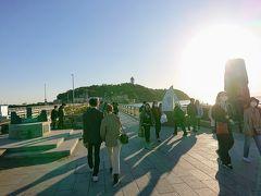 江ノ島大橋を渡り、江ノ島に入っていきます。