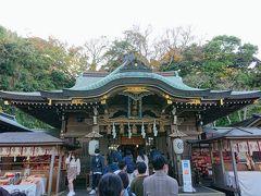 江ノ島神社には、三人の海の女神様が祀られています。 最初の辺津宮でお参りします。