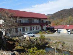 10:20 赤湯温泉好山荘に到着。旅館というより山小屋に近い。