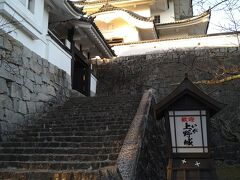 着きました! 伊賀上野城。  次女は夫と公園内をウロウロしてたら、少し寝て、泣き止んで回復して戻ってきました。