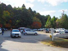 一昨年に百済寺に来た時、駐車場待ちが長かったので 10時に駐車場入った この時点で9割ほど埋まっていた。