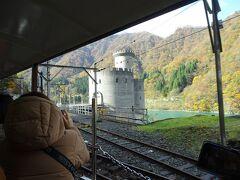 ドイツのライン川沿いにあるお城の様な建物は、発電所の建物だそうです