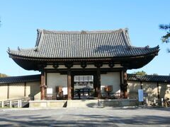 法隆寺南大門です。中へ入りまーす。