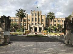 宮崎県庁。 東国原知事の後は誰が知事なのか良く分かりません。