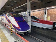 山形新幹線つばさ、愛らしいお顔をされております。JR東日本の新幹線は、それぞれ顔に特徴があって好きです。