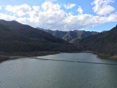 ダム湖は鹿鳴湖  ここが鹿教湯温泉であるところにも因んでいるらしい