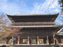 三門 京都五山および鎌倉五山の上におかれる別格扱いの寺院で、日本の全ての禅寺のなかで最も高い格式を持つ寺院です。