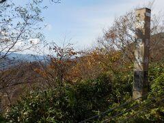 ここは湖見峠。スカイラインには井上靖氏が名付けた「吾妻八景」と呼ばれるビューポイントがあります。