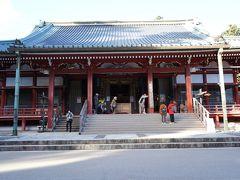 大講堂 学問修行の道場で、重要文化財にも指定されています。法然や親鸞をはじめ、比叡山で学んだ僧侶がすべて祀られています。