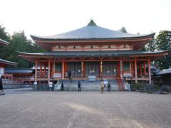 阿弥陀堂 昭和12年(1937)に建立された、檀信徒の先祖回向の道場です。本尊は丈六の阿弥陀如来です。
