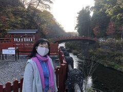 20分ほどで神橋に到着です。 有料で渡れますが、渡ると肝心の橋がよく見えません。 近くから眺める方がお利口さんですね。