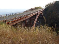 「つばくろ谷」に架かる不動沢橋は全長170m、橋から谷底までの深さは80m! 吾妻八景の一つ。