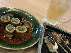 京都らしく、生麩田楽と豚の九条ねぎ焼きを注文。 ハイボール195円だったので、もっと飲みたかったけど、ここは我慢して1杯だけ。