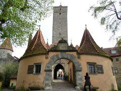 ローテンブルクにある6つの城門の中で、個人的には最西端のこのブルク門が一番美しい印象。