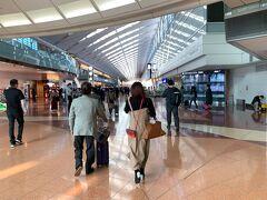 第二ターミナル到着で~す!! 感染の拡大が広がっていても・・ 3連休とあって、旅行へ出かける方も多いですね・・ 私達もだけど(^^;