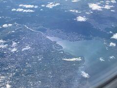 あっ!! 琵琶湖大橋!! って事は・・・あの山は比叡山で・・ その向こうは(^^; 京都じゃないですかぁ~~