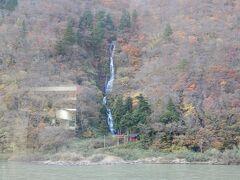 そして対岸に白糸の滝