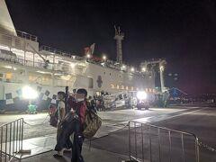 乗船。 「いってくるぜ。」  22時出航。