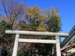 烏山川緑道沿いにある三宿神社