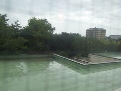 6:40 目が覚めて窓の外を見ると、雨が降っていました。しかも結構激しい雨です。