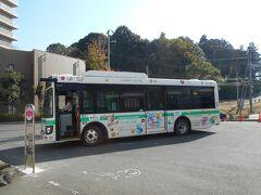 このバスは大体山万ユーカリが丘線に沿って走り、30分間隔で運行してるが、それで公園駅付近にある、宮の台6丁目まで往く。