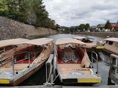 松江堀川めぐりを一周50分かけてこたつ船に乗ることに。 1500円/一人