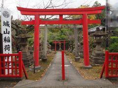 乗船も終え、歩いて城山稲荷神社に向かいます