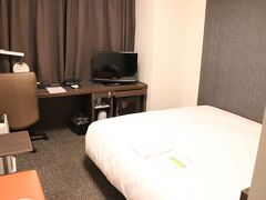 16:50 ダイワロイネットホテル京都八条口 泉涌寺道からバスで1本で来れました。 ずらし旅のチケットでお願いした荷物はもう部屋に届けてあってラクチン。  宿泊客は少ないのか同じ階に人の気配を全く感じなかったなぁ。