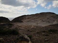 荒涼とした景色は猿の惑星に出てきそうな感じ。 ジブチのアッベ湖だったっけ。 あそこは暑くて死ぬかと思ったが、惑星みたいな景色がとてもよかった。