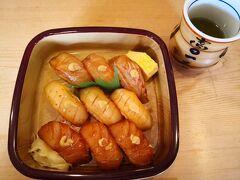 そこから本村に向かい、やっとランチ。 お寿司屋さんがちょうど開いてたのでこちらで。 https://www.sangyo-rodo.metro.tokyo.lg.jp/norin/syoku/shimajiman/02_shop/niijima/21.html  島寿司、2000円。 今まで食べた島寿司に比べ、ちょっと大振りのネタとシャリ。 特徴的なのは、わさびではなくて、上にちょこんとからしが乗っていること。 鼻につーんときます。 魚もイカやアジなど使ってて美味しい。 なんでわさびではくてからしなのかを帰り際に聞いたら、新島には川がないからわさびがなく、代わりにからしを使って今に至る、ということだった。 なるほどねー。