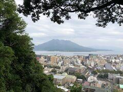 桜島を望む城山の展望所。